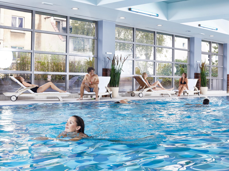 La piscine Aspria Arts-Loi